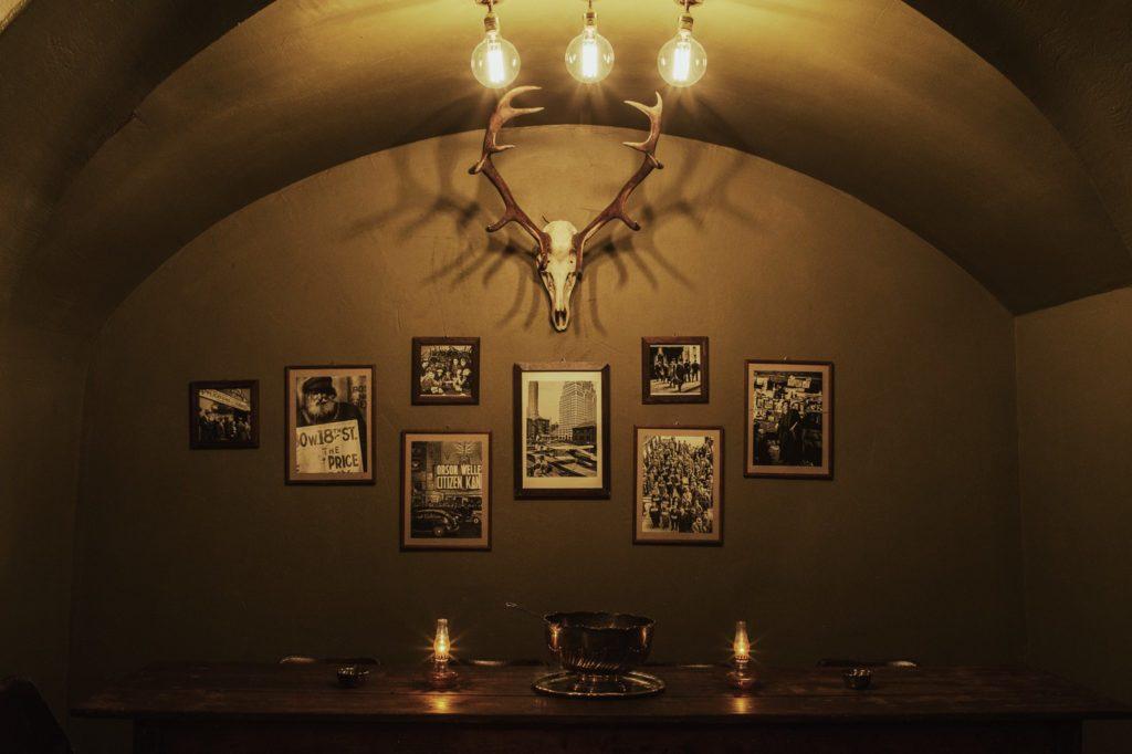 Einblick in die Kinly Bar in Frankfurt