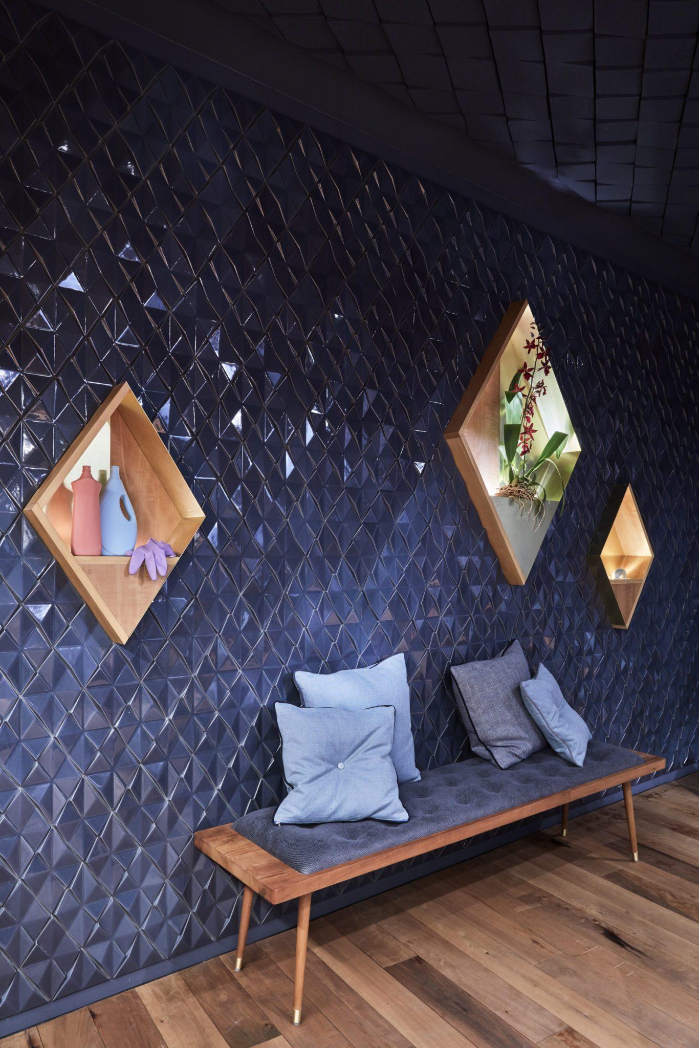 Die Sitzbank in der Bar Bonechina in Frankfurt