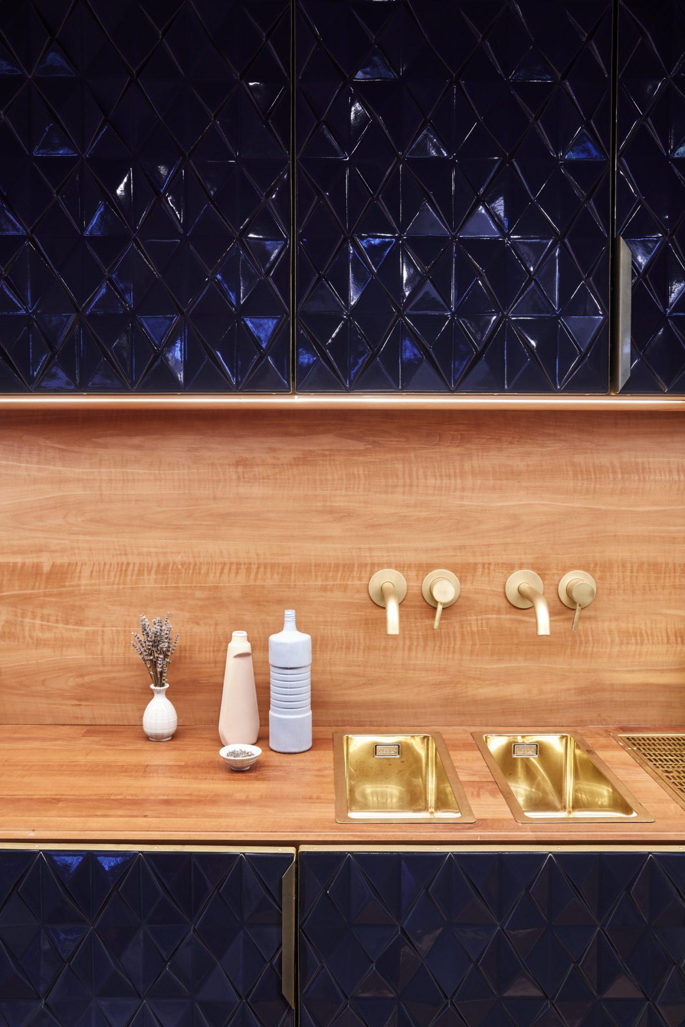 Die Waschbecken in der Bar Bonechina in Frankfurt