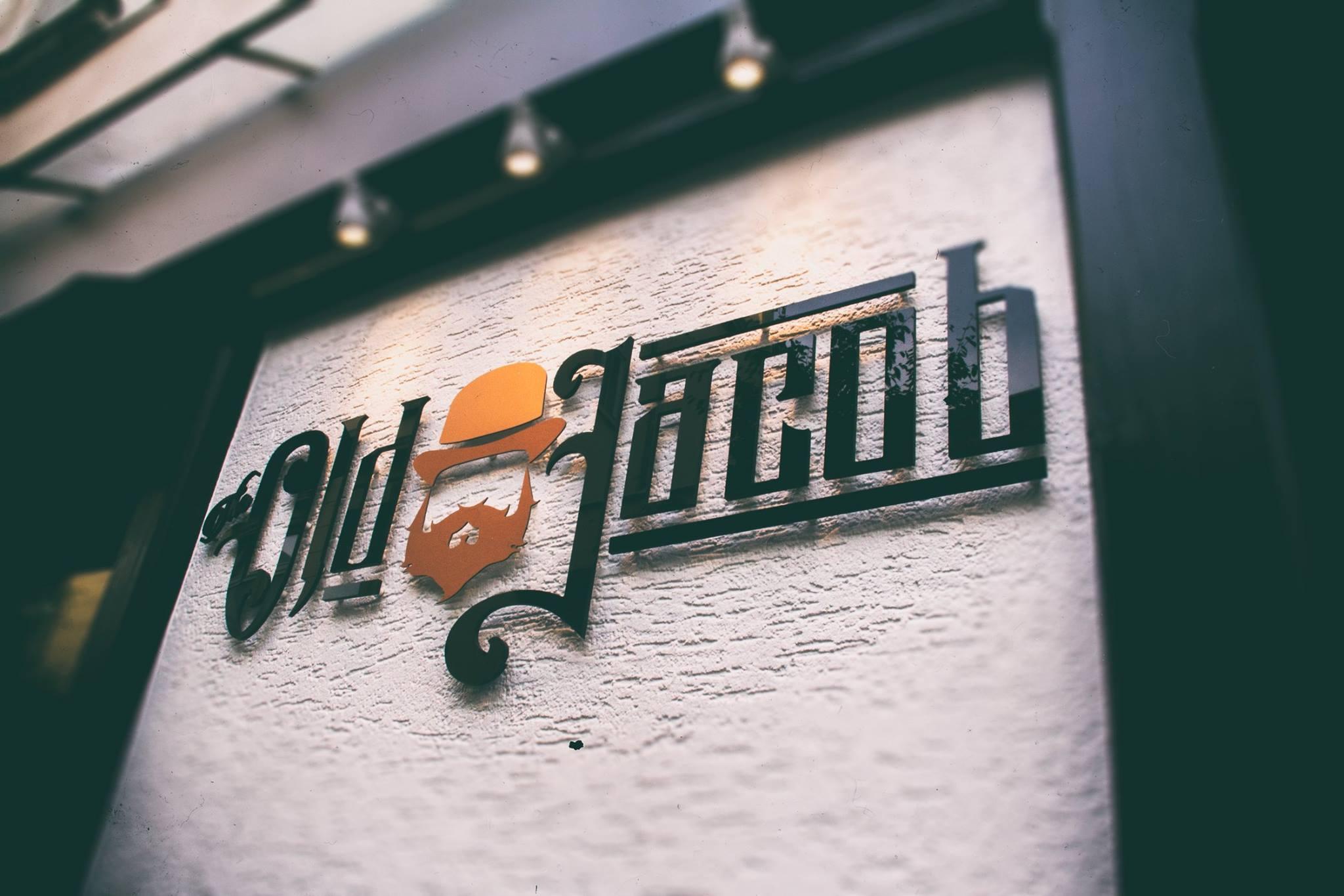 Der Schriftzug der Bar Old Jacob in Bonn