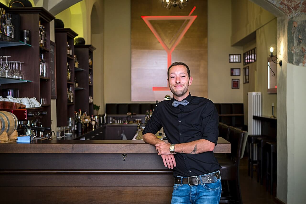 Der Betreiber der Charles Bar Martin Kramer in Wittenberg