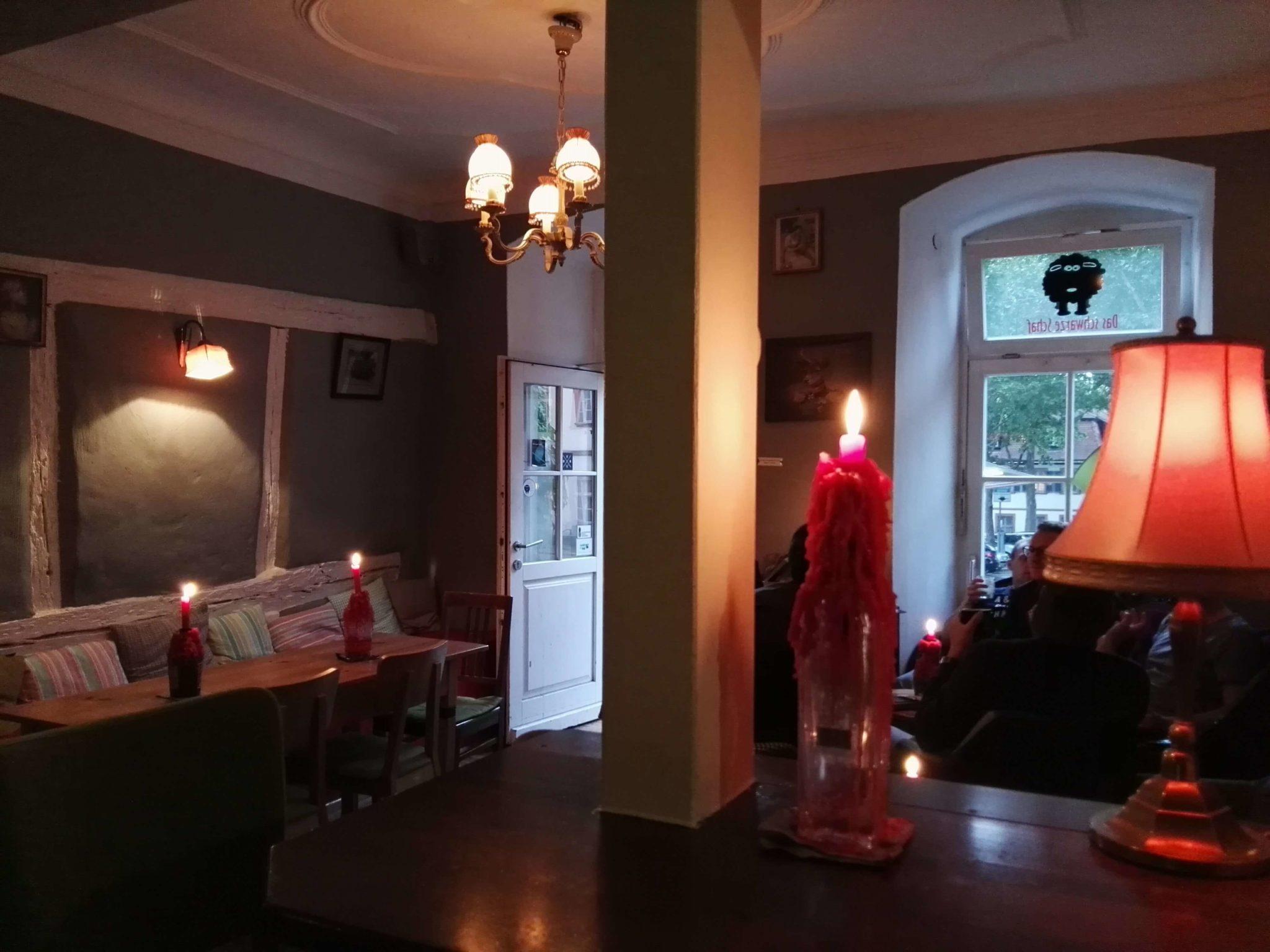 Einblick in die Bar Das Schwarze Schaf in Bamberg