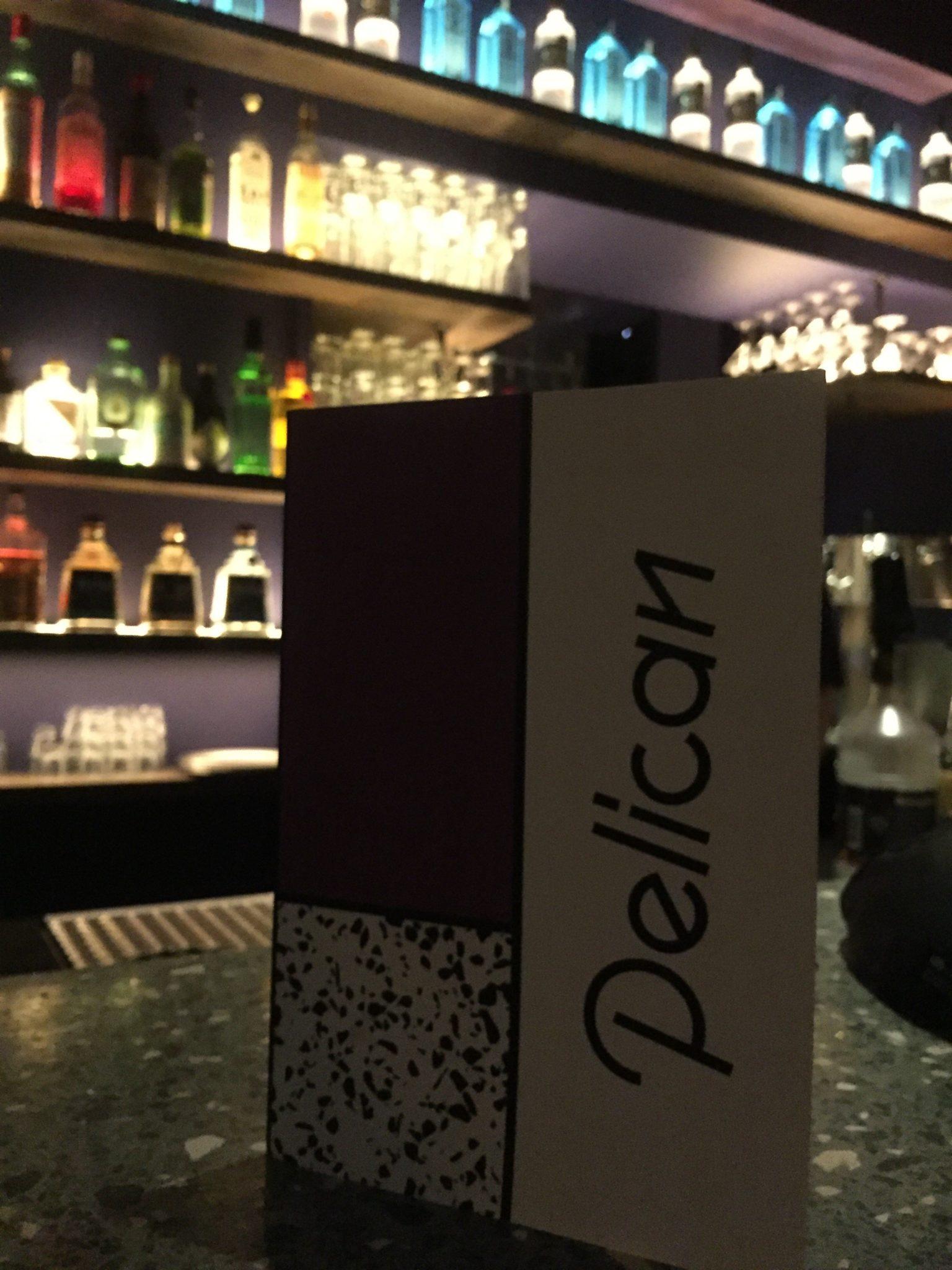 Der Schriftzug der Pelican Bar in Hamburg