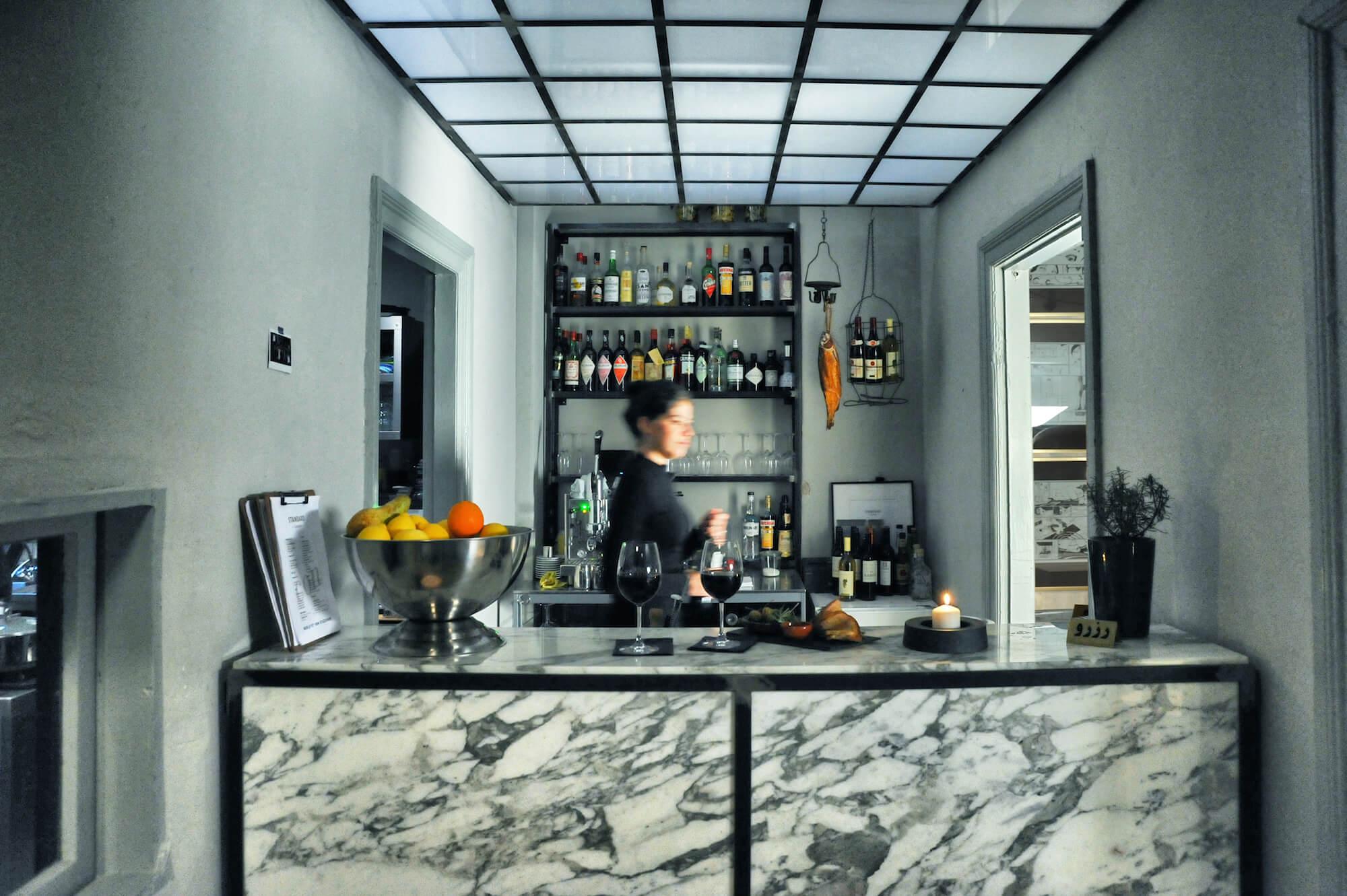 Einblick in die italienisch angehauchte Bar Standard in Hamburg