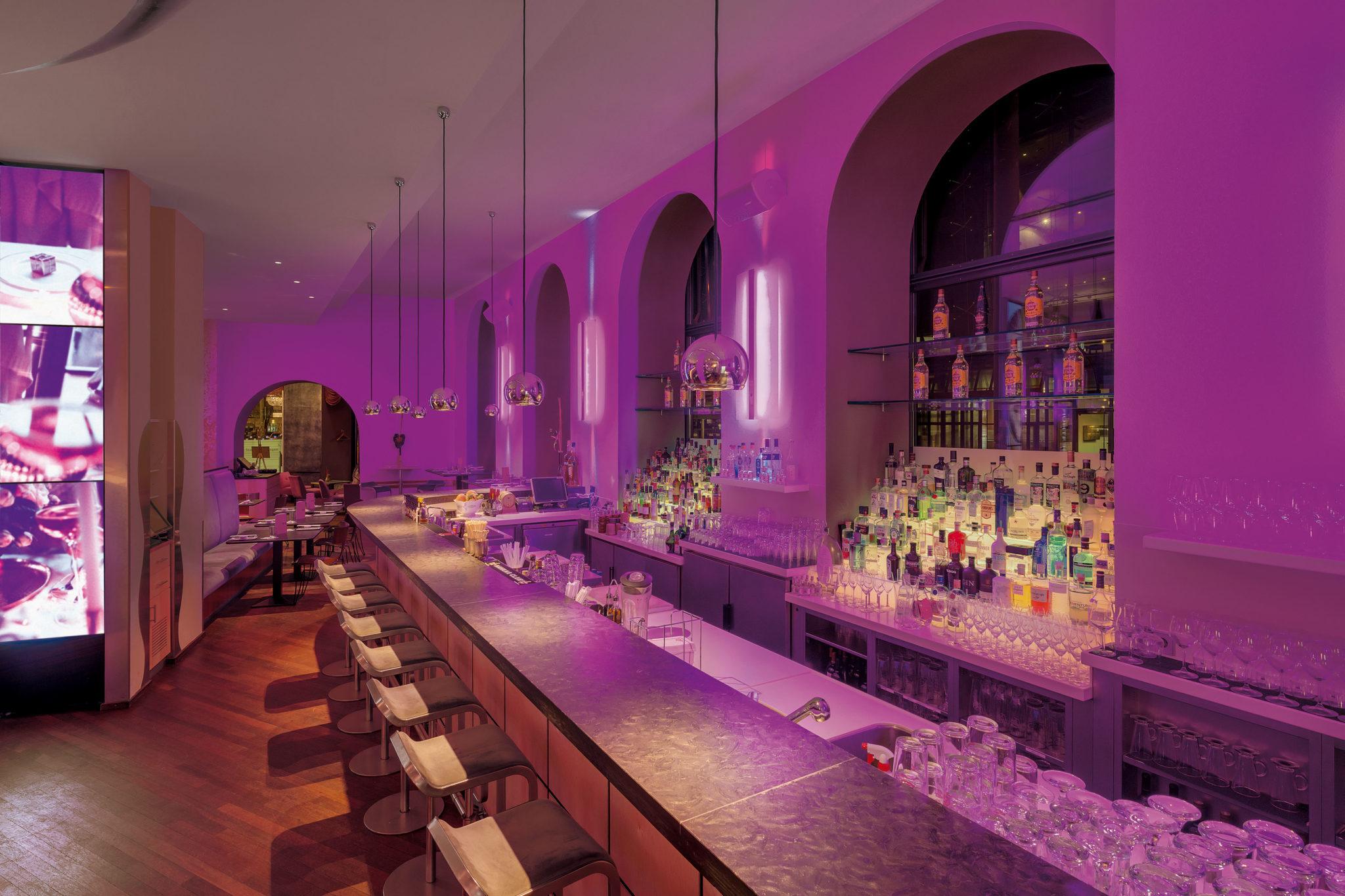 Einblick in die stylische Anna Bar in München