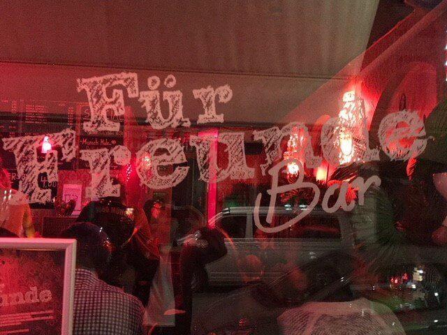 Einblick in die Bar Für Freunde in München