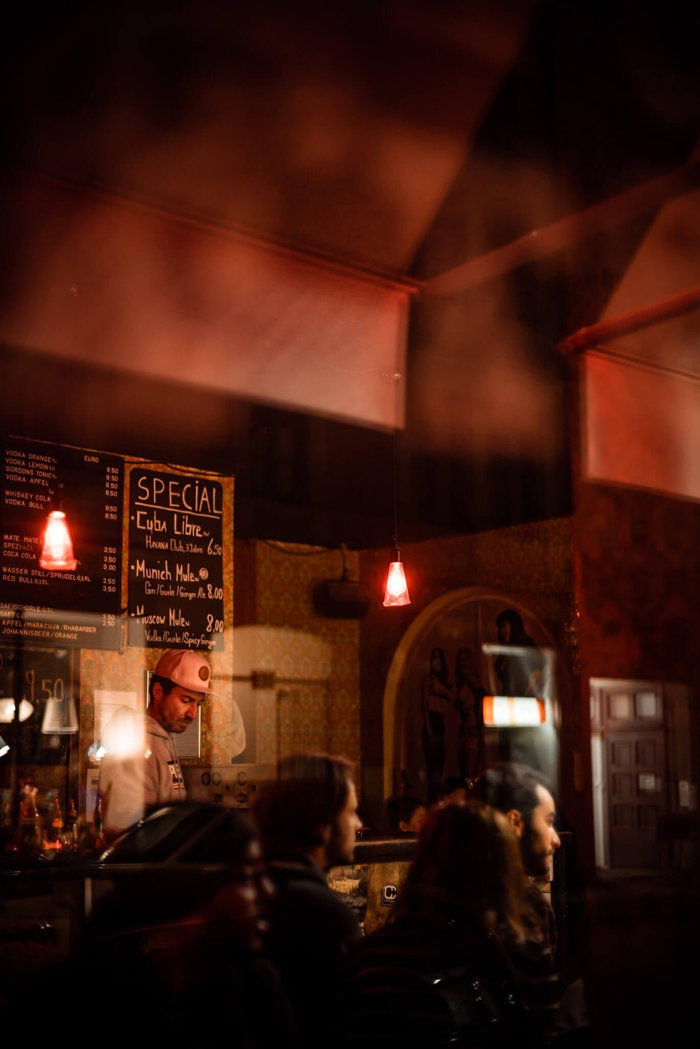 Die Stimmung in der Bar Für Freunde in München