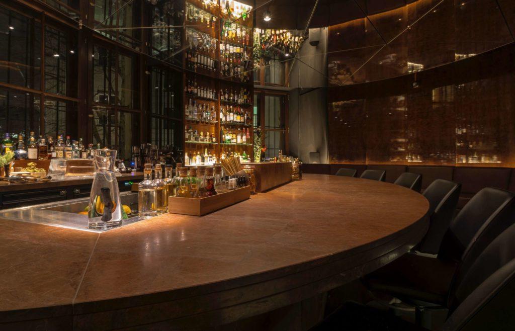 Der Tresen der Bar Circle in München