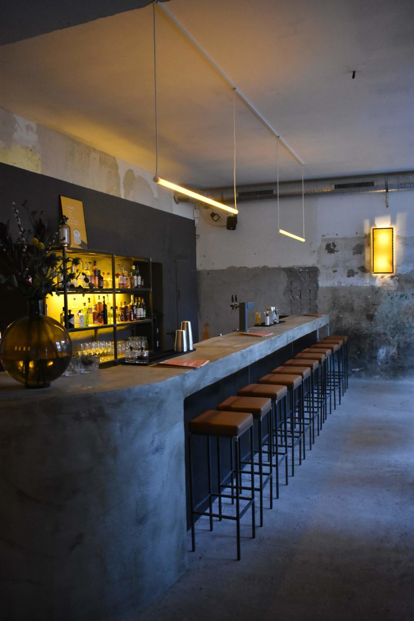 Der Tresen in der Berliner Bar Lamm