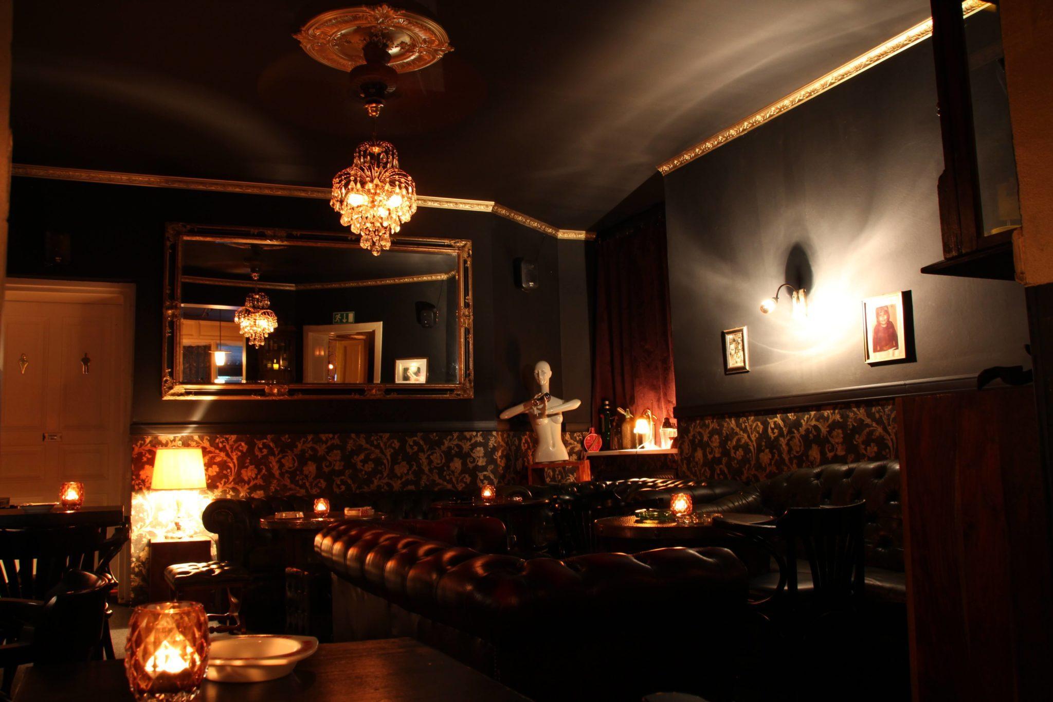 Die Einrichtung in der Salut Bar in Berlin