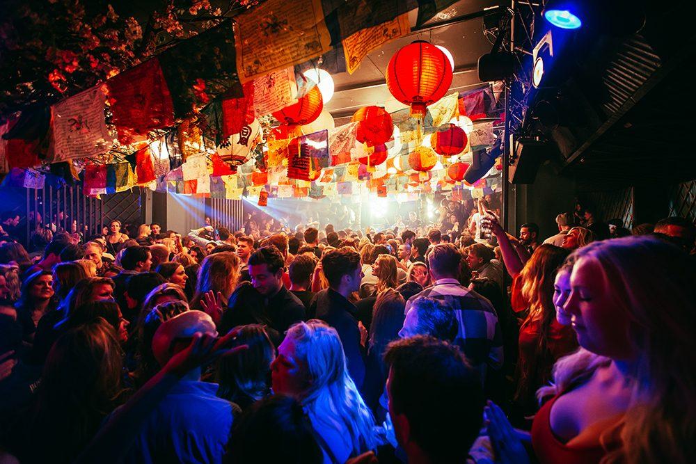 Eine Party im Chin Chin Club in Amsterdam