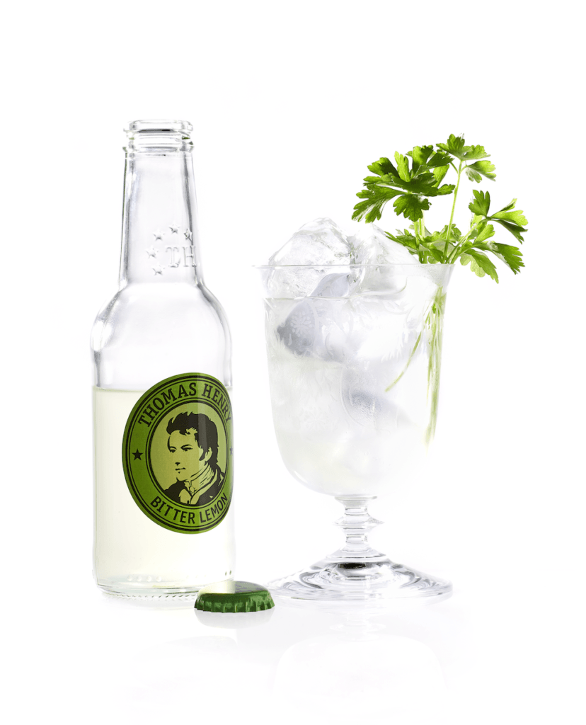 Der Cocktail Klassiker Lemon & Parsley mit Thomas Henry Bitter Lemon