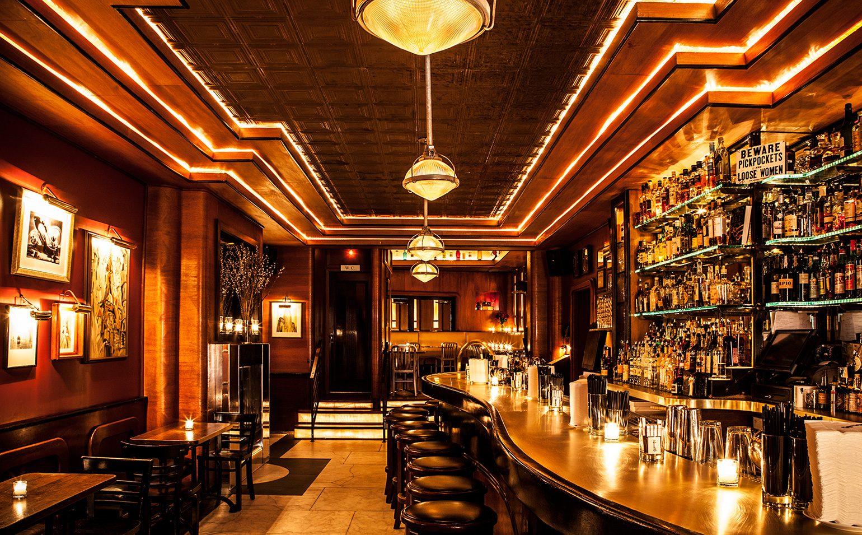 einblick in die employees only bar in new york