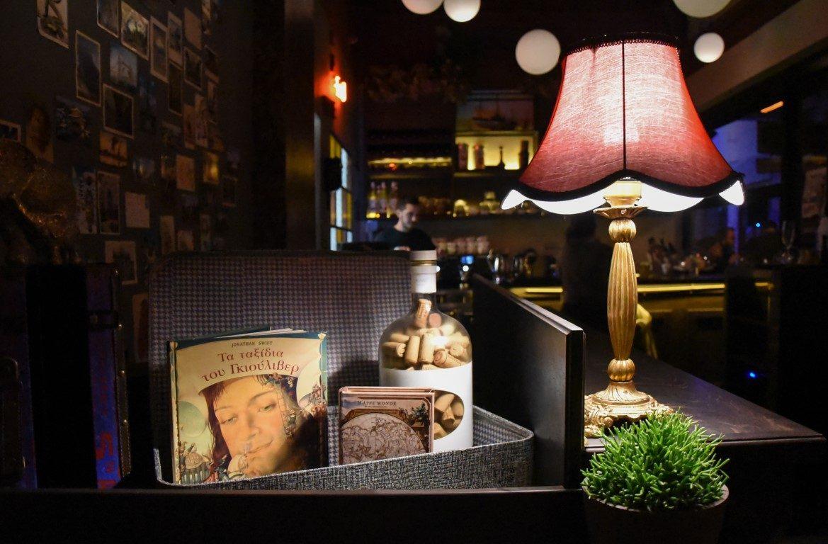 Gemütliche Atmosphäre in der Gullivers Athens Bar