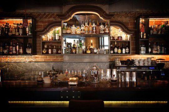 Der Bartresen in der Bootleg Bar
