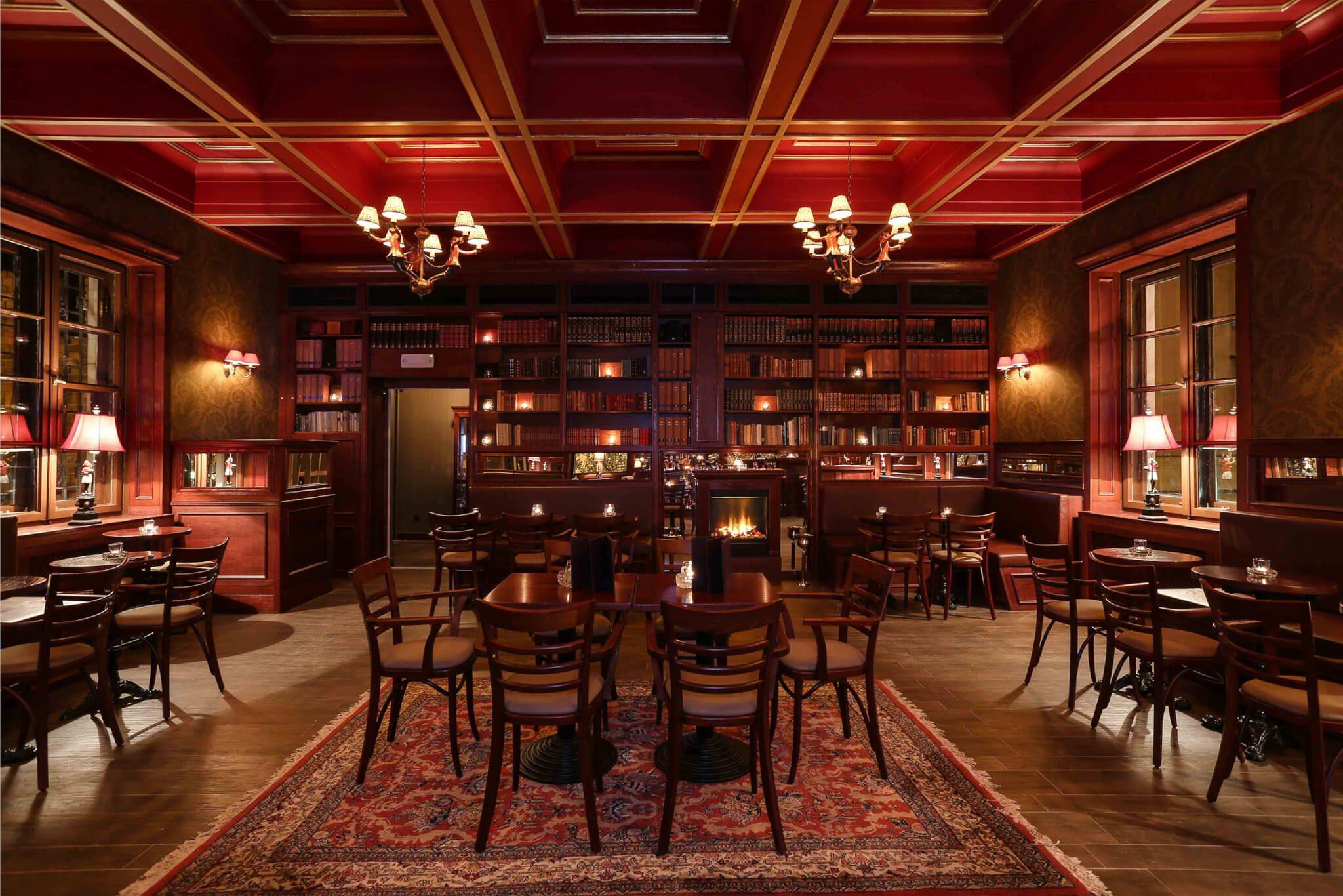 Gemütliche Atmosphäre im Bar & Books