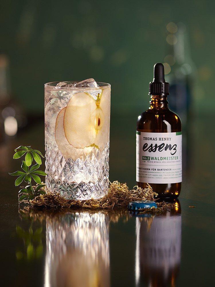 moodbild drink sommer im schwarzwald gemixt mit thomas henry essenz waldmeister kopie
