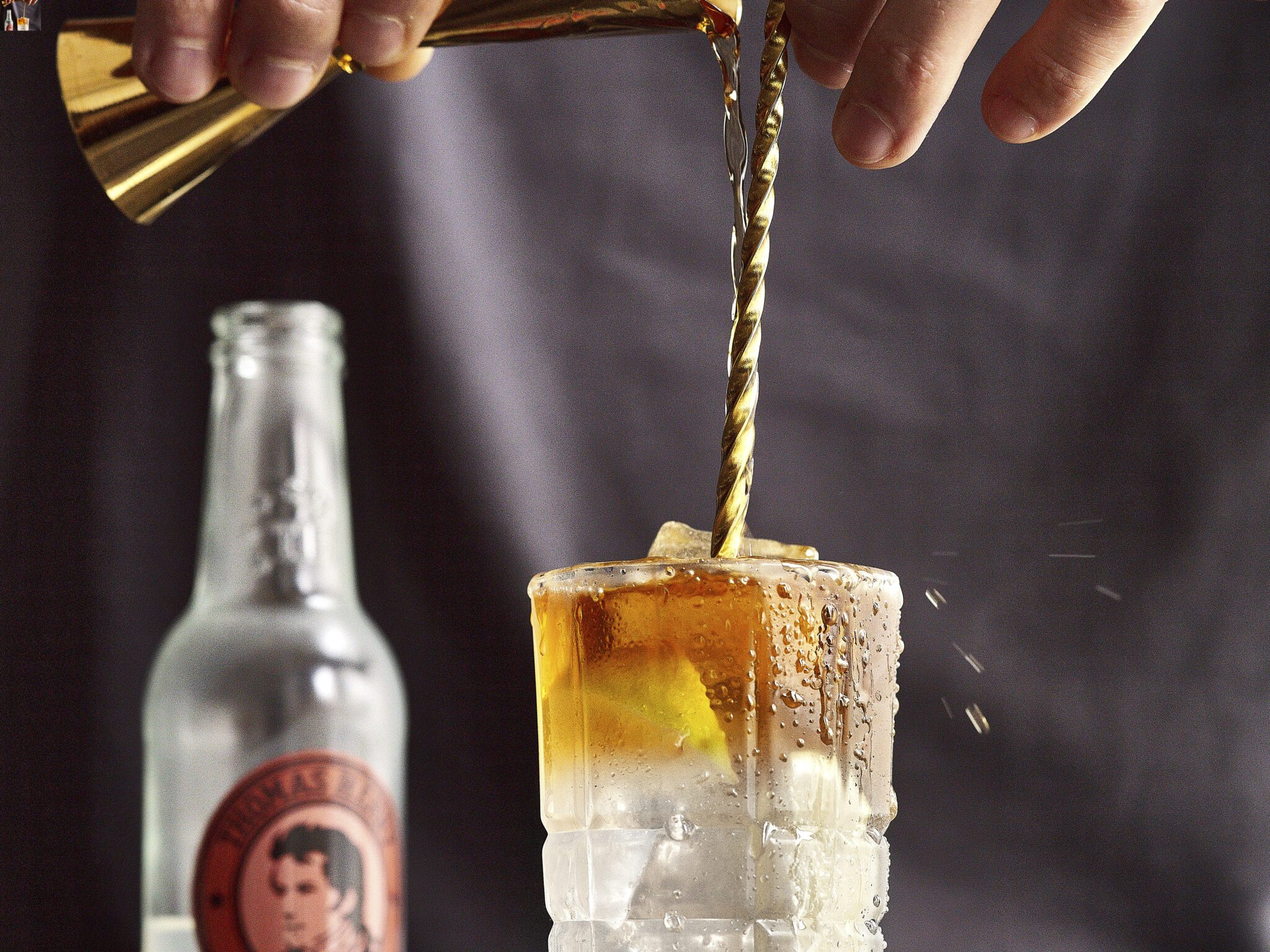 thomas henry darknstormy spicy ginger step03 mit produkt rum eingiessen 102678 highres