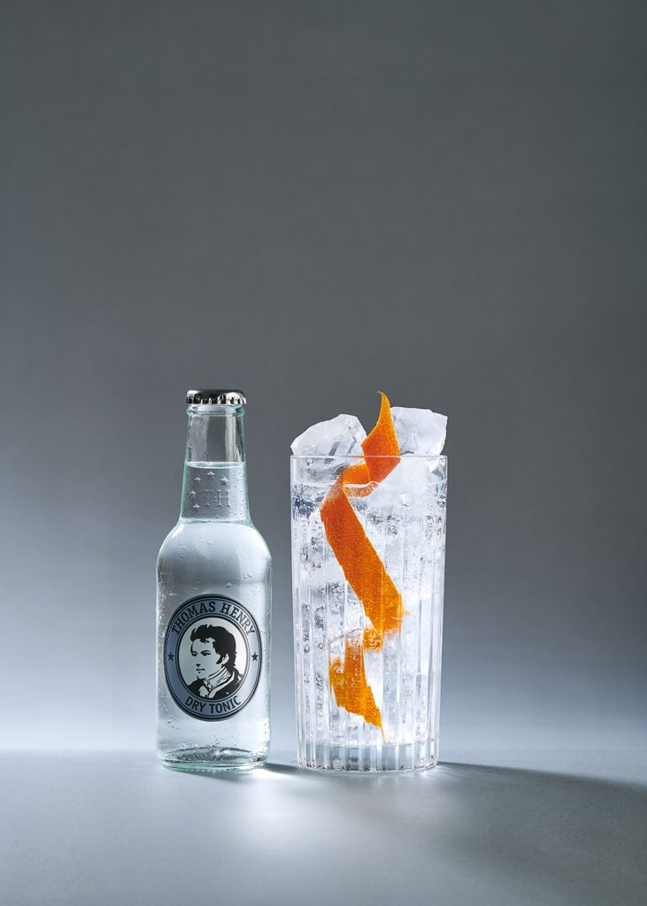 dry gin tonic mit thomas henry dry tonic